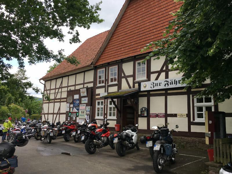 Hemeln Einkehren für Radfahrer - Viele Motorräder - Weserradweg