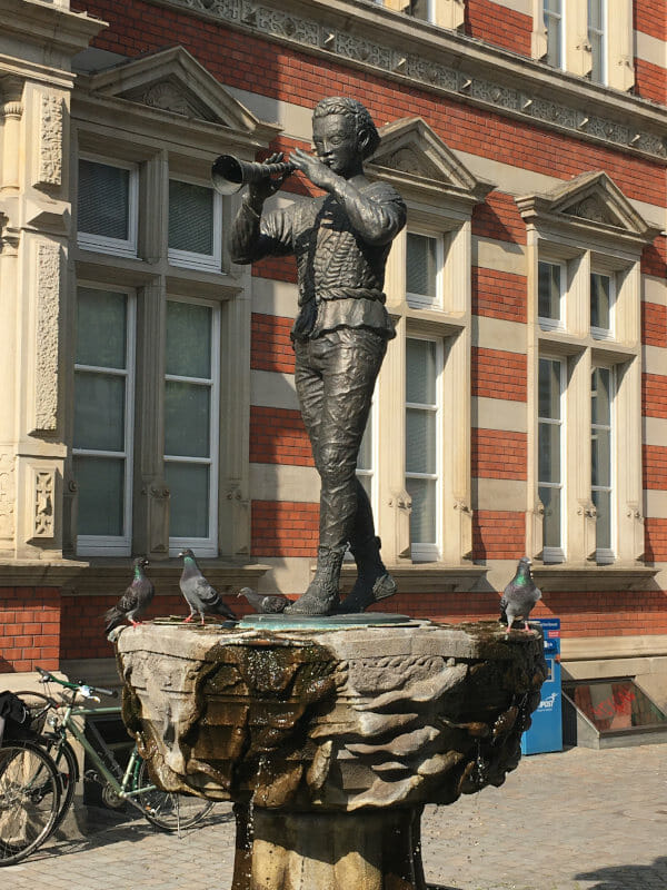 Rattenfänger von Hameln Statue - Auf Radtour