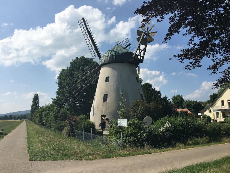Windmühle bei Tündern am Weserradweg