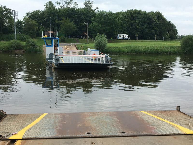 Fährübergang bei Schweringen auf der Radtour an der Weser