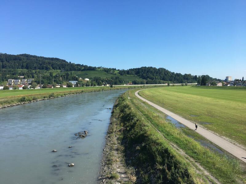 Grenze Lustnau in Österreich und Au in der Schweiz am Rheinradweg