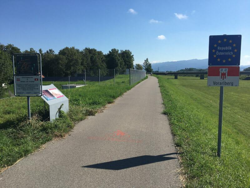 Österreichisch-schweizerische Grenze bei St. Margrethen-Fußach - Rheinradweg Schweiz