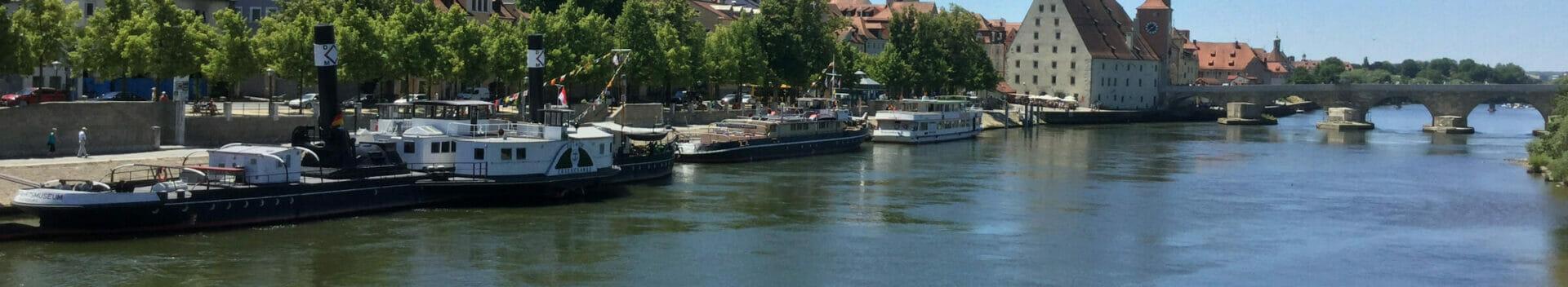Regensburg - Steinerne Brücke am Donauradweg