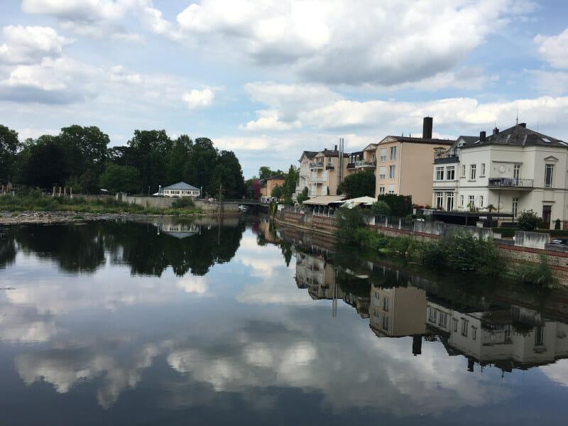 Wasser spiegelt sich in der Nahe - Bad Kreuznach