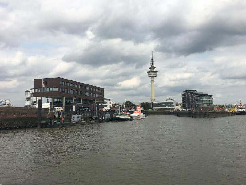 Skyline Bremerhaven - am Ende der Weser - Blick von der Weserfähre aus