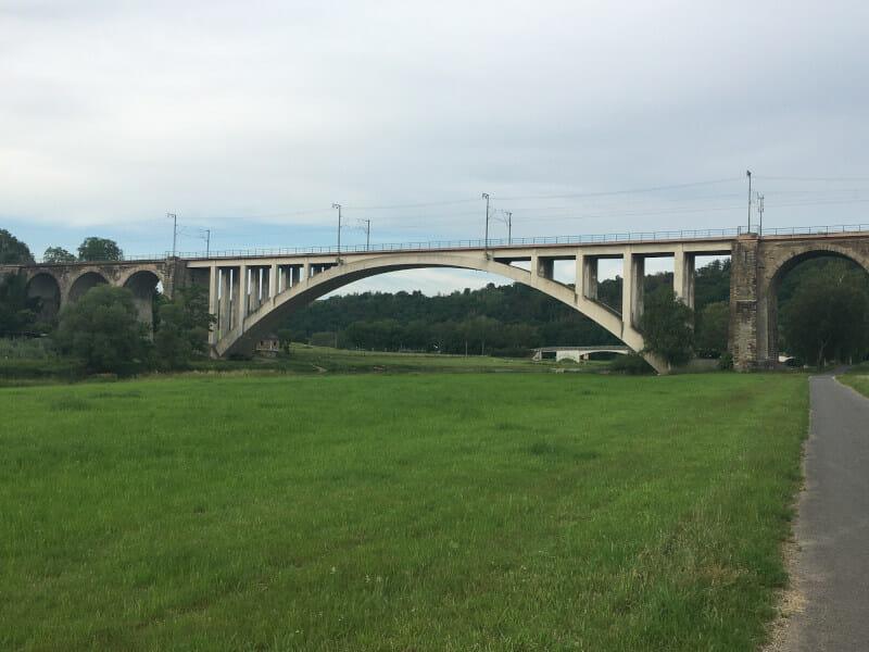 Kassel ICE-Brücke Zug - Fuldaradweg
