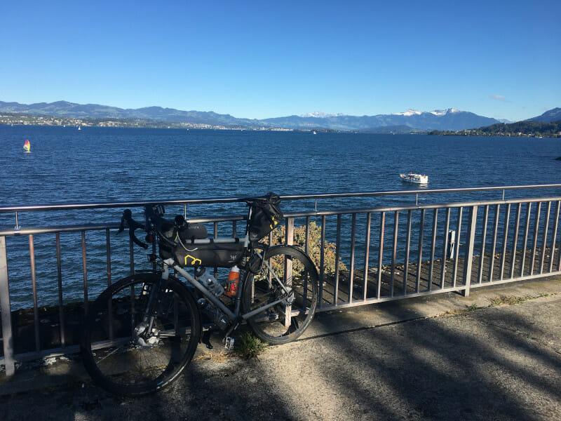 Zürichsee in Richterswil - Aussicht mit Gravelbike