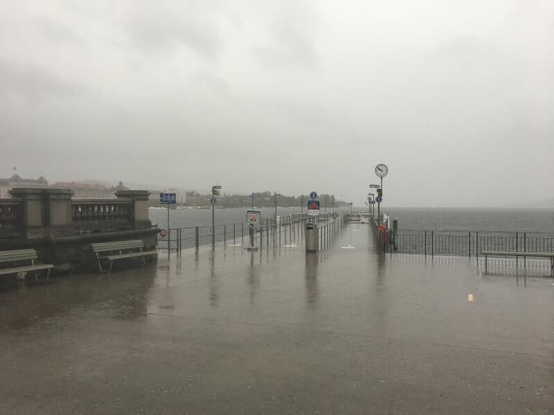 Zürichsee im Regen - Schiffsanlegestelle - Zürich