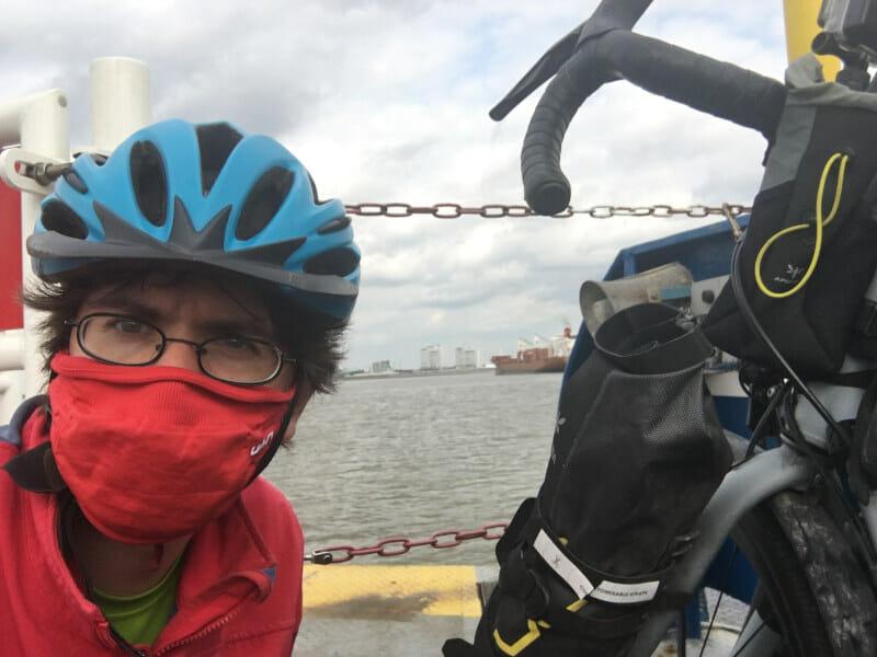 Mit Gravelbike auf dem Schiff zwisschen Nordenham und Bremerhaven