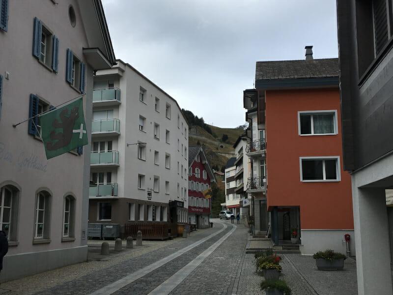 Das Alpendorf Andermatt am Ende unserer Rhone-Route.
