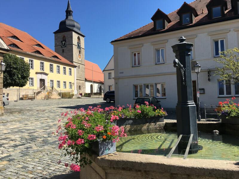 Creußen - Altstadt - Brunnen & Kirche - Mainradweg