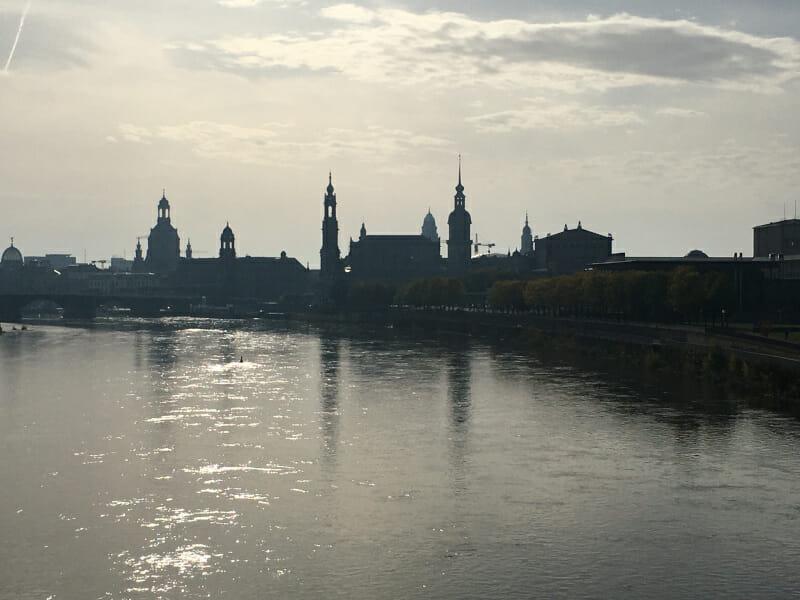 Dresden - Panoramaansicht - am Elberadweg.