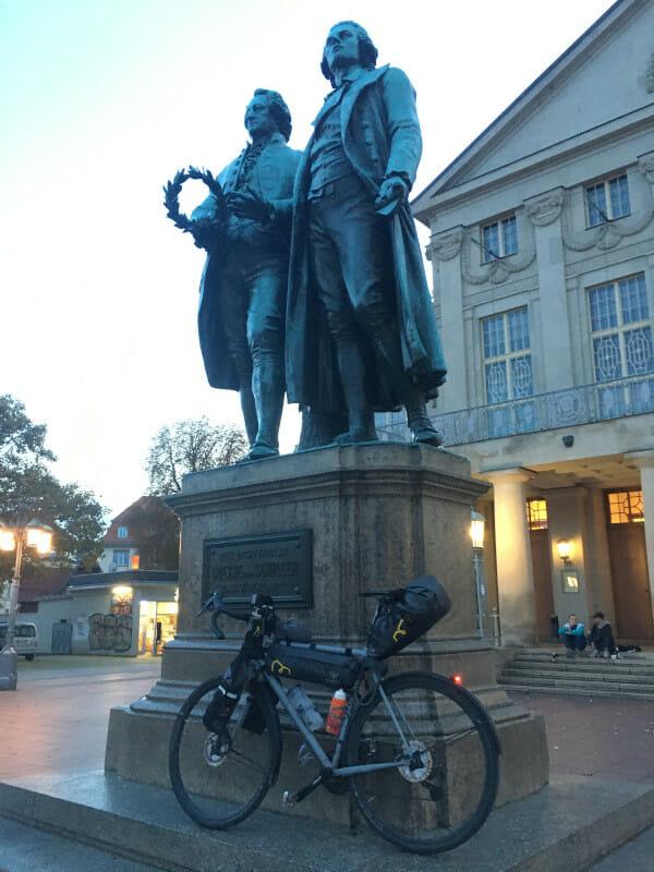 Goethe-Schiller-Denkmal - Ilmtalradweg.