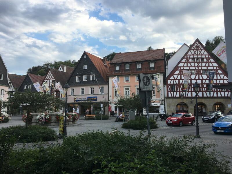 Die Innenstadt Kulmbachs am Mainradweg