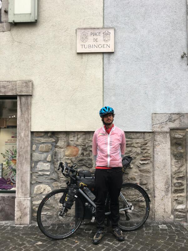 Place de Tubingen - Monthey - Rhone-Route - Radtouren Checker mit Gravelbike.