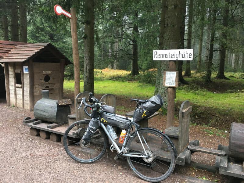 Rennsteighöhe - Kinderspielplatz mit Gravelbike - Von Schmiedefeld nach Allzunah - Ilmtalradweg.