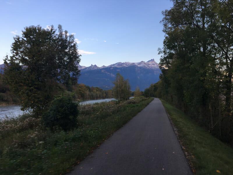 Rhone bei Monthey mit Alpenblick - Rhone-Route