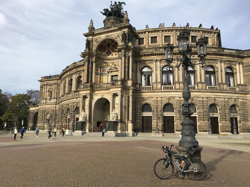 Semperoper Dresden am Elberadweg mit meinem Gravelbike.
