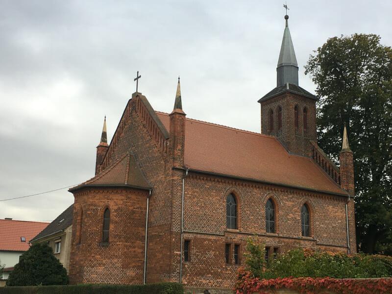 Dommitzsch-Greudnitz - die Kirche am Elberadweg.