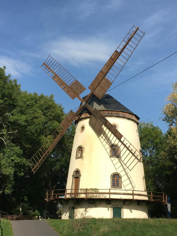 Windmühle bei Obergohlis am Elberadweg.