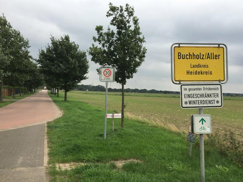 Buchholz an der Aller - Ortsschild am Allerradweg.