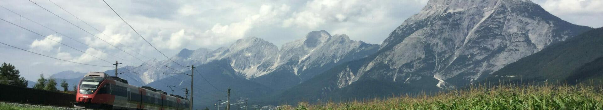 Flaurling Tirol Innradweg - Ausblick auf die Berge.