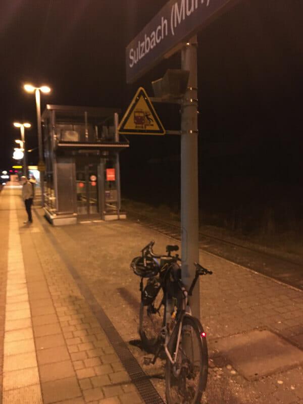 Bahnhof in Sulzbach an der Murr - Mit meinem Gravelbike in der Nacht