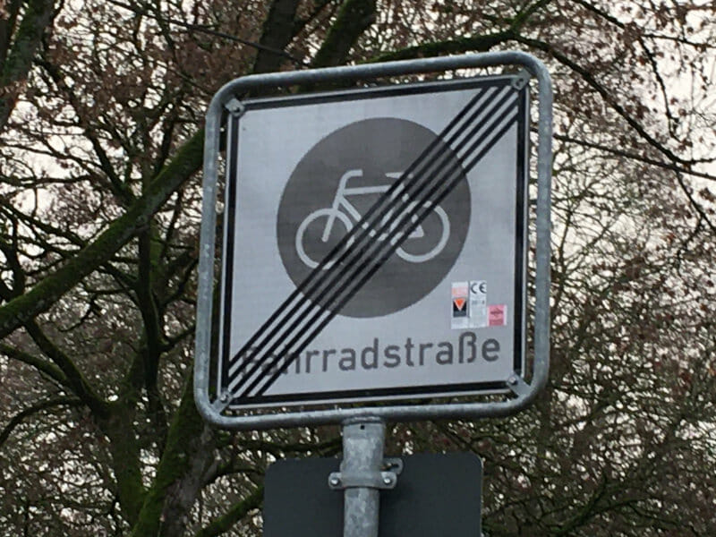 Fahrradstraße durchgestrichen - Verkehrsschild