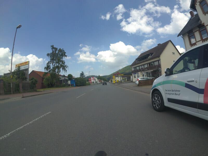 Abstand Radfahrer - parkender Autofahrer