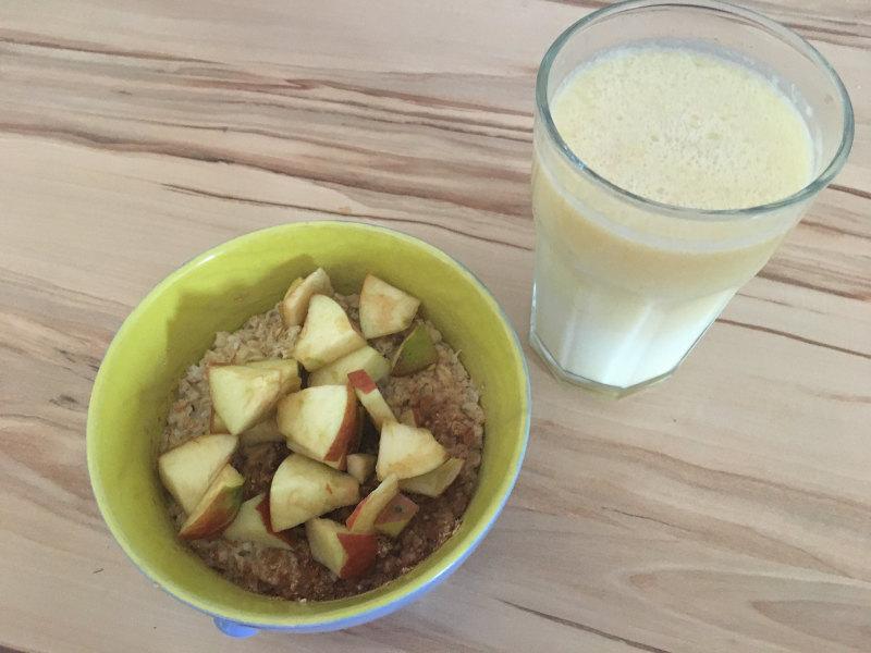 Fahrradfrühstück Porridge und Saft