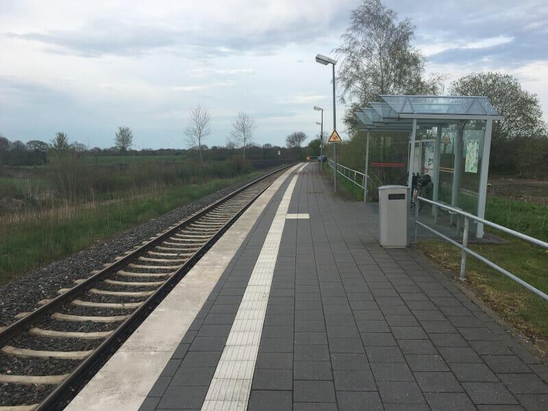Bahnhof Beldorf am Nord-Ostsee-Kanal - mit meinem Gravelbike.