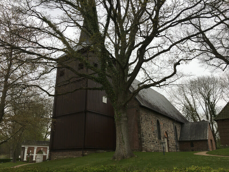 Holzkirche Bovenau am Nord-Ostsee-Kanal.