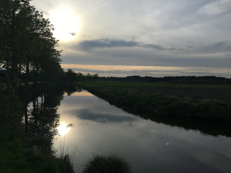 Fluss Burger Au in der Abendsonne - sehr schön am Nord-Ostsee-Kanal.