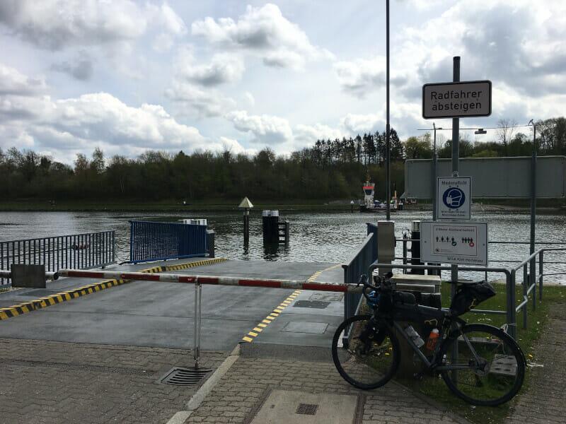 Kanalfähre Landwehr mit Gravelbike - Nord-Ostsee-Kanal-Radweg.