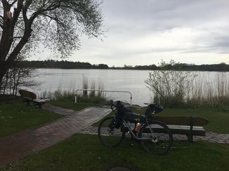 Fockbecker See mit meinem Gravelbike - Nord-Ostsee-Kanal-Radtour.