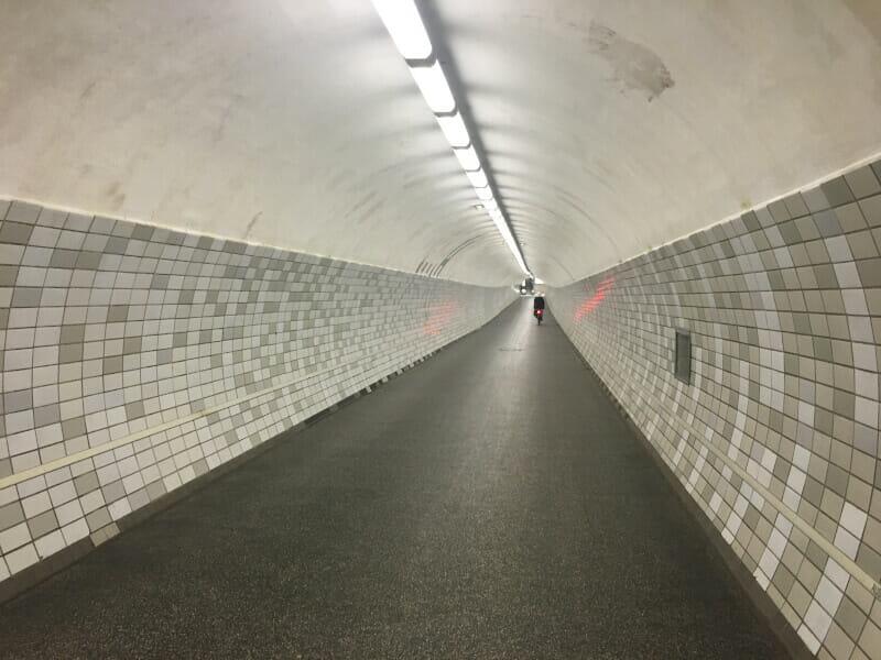 Fußgängertunnel unter dem Nord-Ostsee-Kanal - hier ging es alternativ durch.