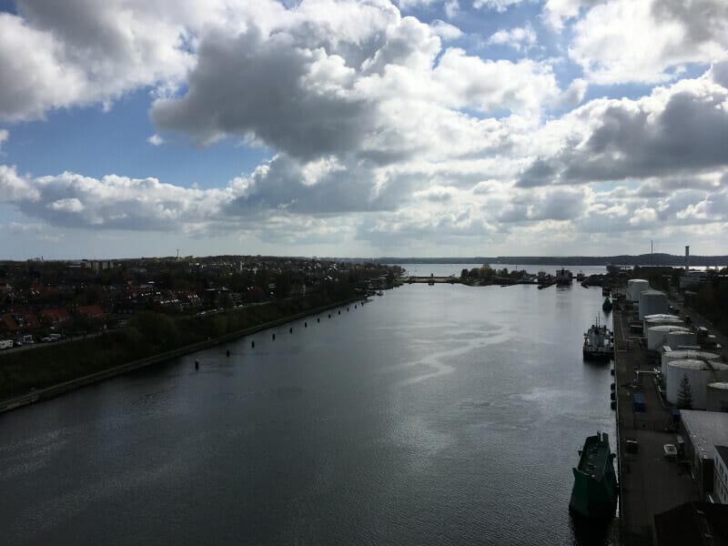 Blick auf das Ende des Nord-Ostsee-Kanals in Kiel-Holtenau.