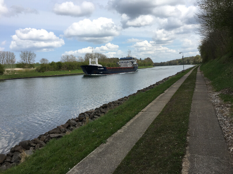 Nord-Ostsee-Kanal-Radweg in Richtung Kiel-Suchsdorf mit Gravelbike.