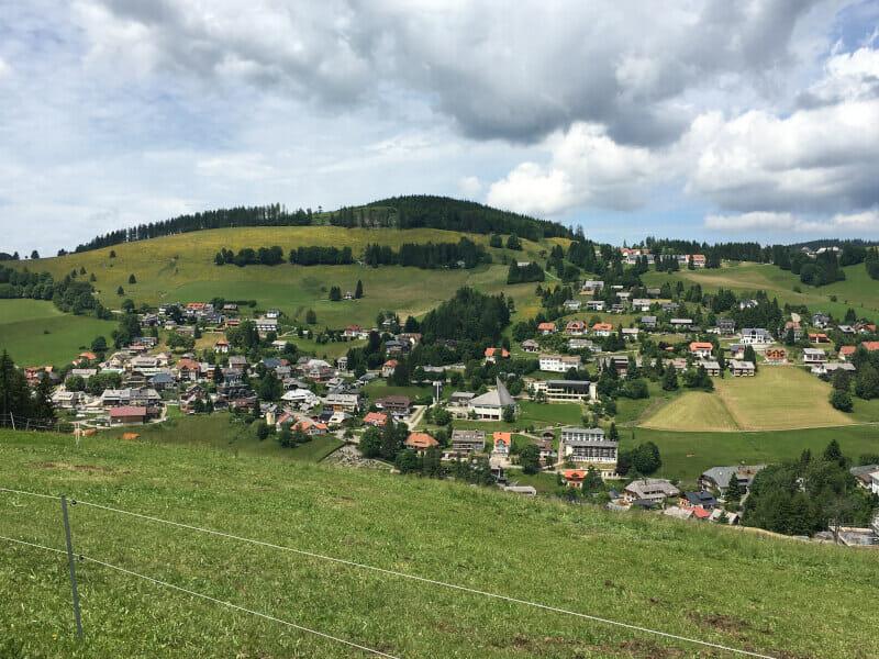 Ausblick auf Todtnauberg auf dem Schwarzwaldradweg.