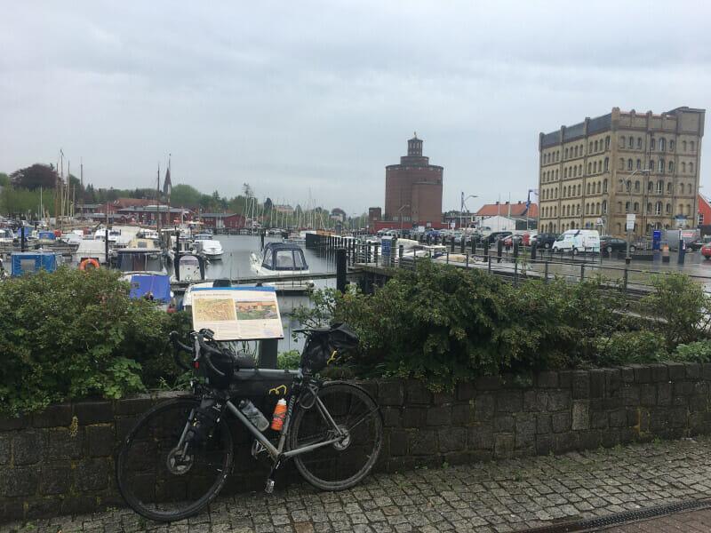 Eckernförde - Blick auf den Hafen am Ostseeküstenradweg.