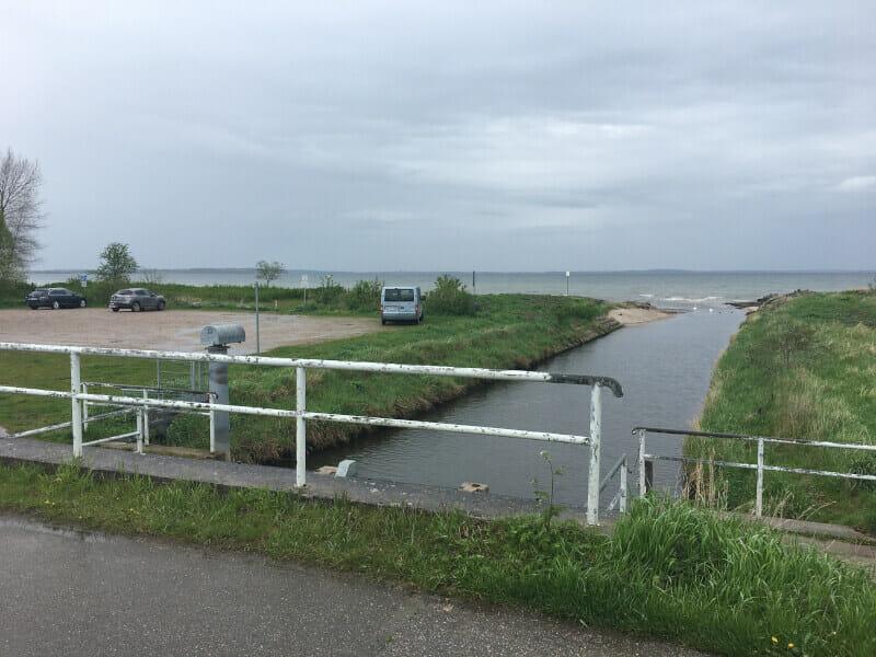 Die Haberniser Au fließt bei Habernis in die Ostsee.