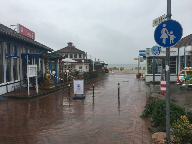 Laboe am Ostseeküstenradweg im Regen.