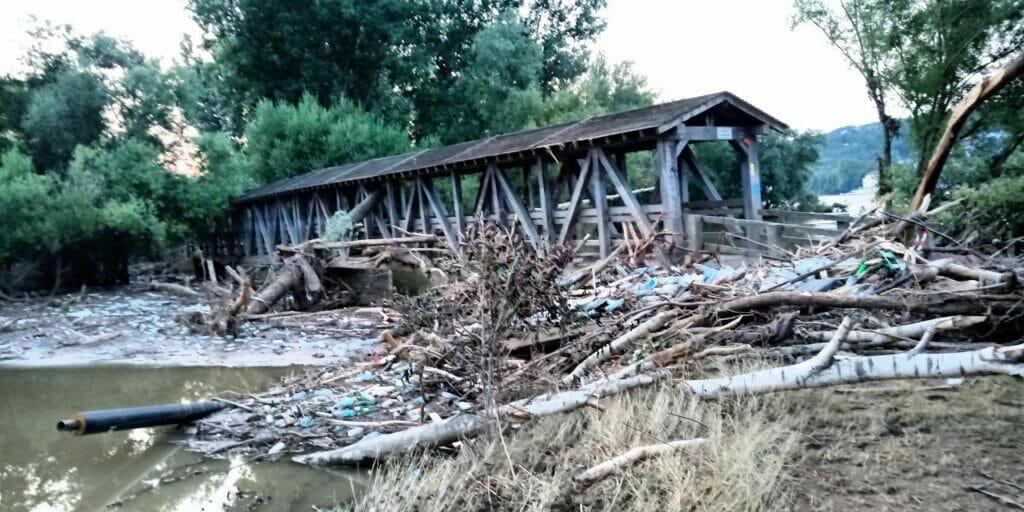Zerstörte Ahrbrücke - Ahrmündung in den Rhein - Hochwasser 2021.