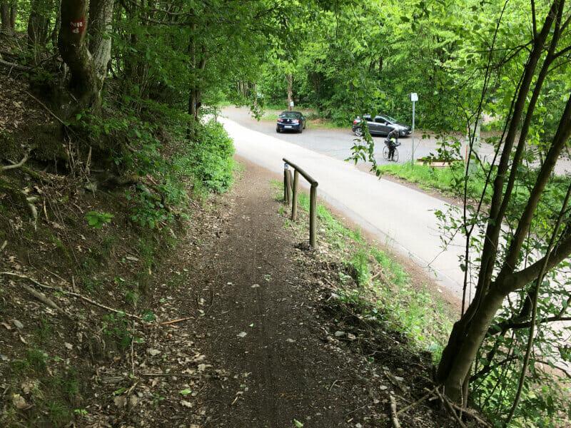 Oberbiber - spektakulärer Radweg abwärts am Limesradweg.